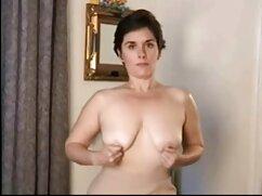 A feleség, aki törődik, miután a tanulás egy hosszú, hosszú pénisz férfi állapotban erekció erős, értékelje annak lehetőségét, hogy a száját, folytassa a szopást. Elkezdte rágni a teljes hosszt, szopni az összes húst, húzni, hogy bezárja vagy kinyitja a töviseket, serkenti anya lánya fia szex az ember agyát, nyafogva, mint egy nő. Ezután az ágyra dobta, majd kihúzta az ülésből, a nő combja szorosan megragadta az Egyesült Királyságban élő gazdák életét, sokkkal pedig óvatosan kemény tüskéket játszott a hüvel